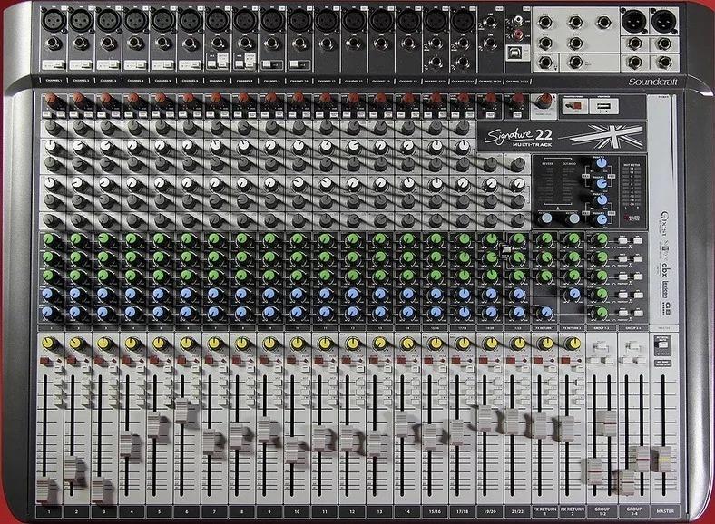 Mesa De Som Soundcrafit Signature 22 Canais USB